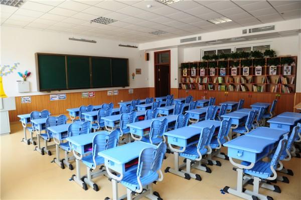 中央空调+新风系统教室